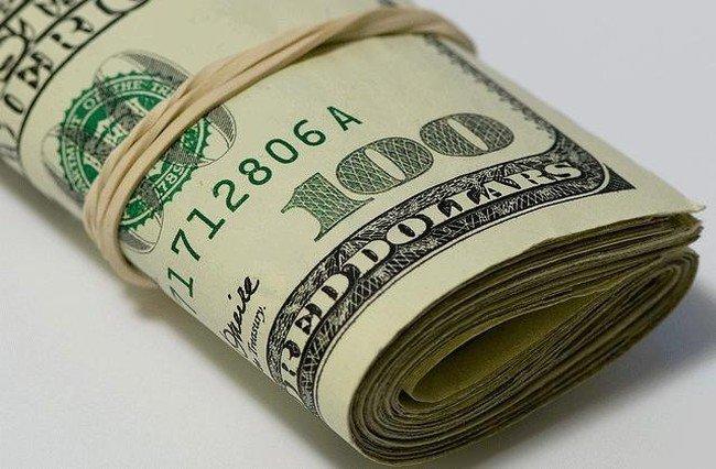 Большинство людей предпочитают хранить сбережения в долларах