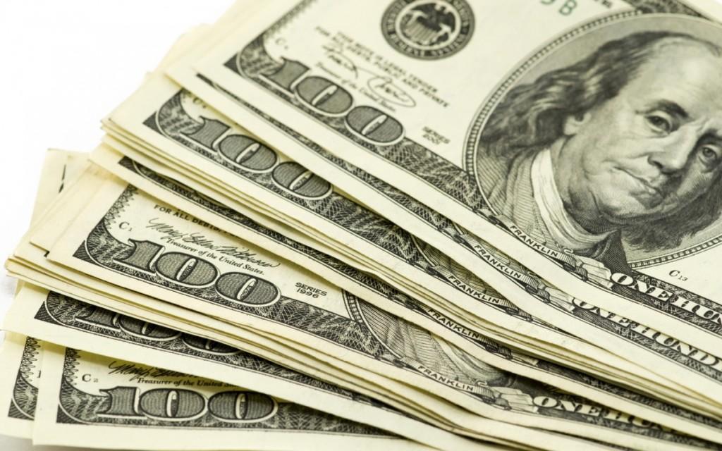 Пачка 100-долларовых купюр