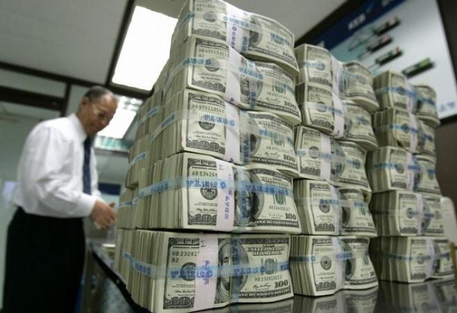 Многие страны держат свои запасы в долларах