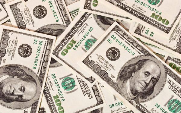 Валюта США представлена широким видом купюр