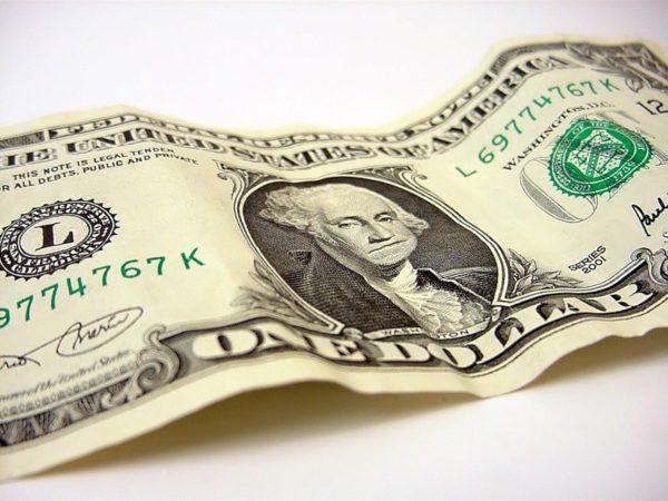 Старые банкноты изымают из обихода