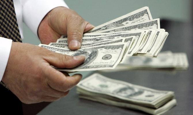 Доллары можно купить в обменных пунктах и банках