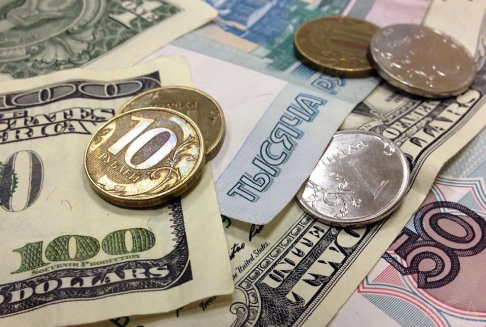Курс валют зависит от работы экономики